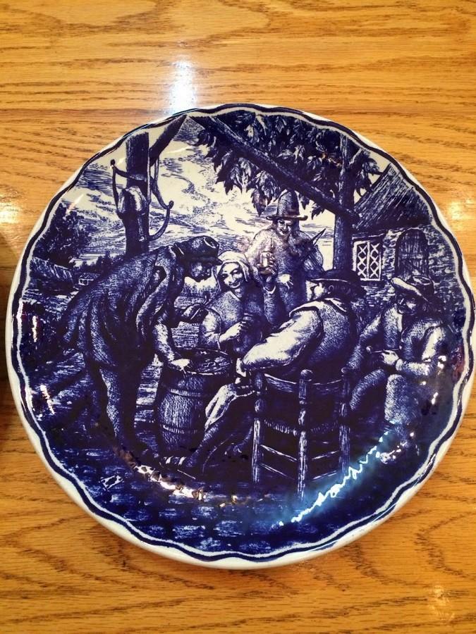 Синие настенные тарелки